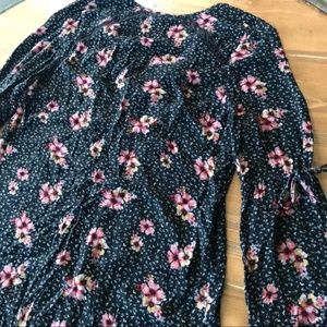 Free People Tops - FREE PEOPLE Black Floral L/S Tunic Ruffle V-Neck S